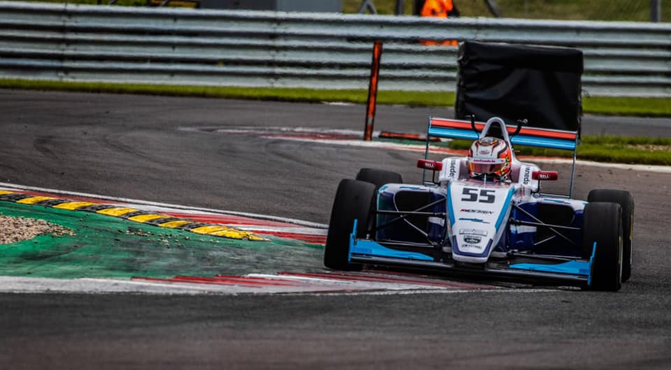 Douglas Motorsport Drivers Jewiss and De Pauw Shine in Donington Park Qualifying.